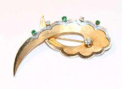 14 k Gelb- und Weißgold Brosche, Gelbgold mattiert, 3 Diamanten und 3 Smaragden, 10 gr., B 5,6 cm