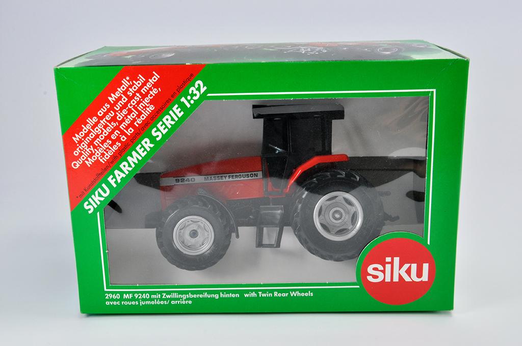 Lot 3 - Siku 1/32 Massey Ferguson 9240 Tractor. M in E Box
