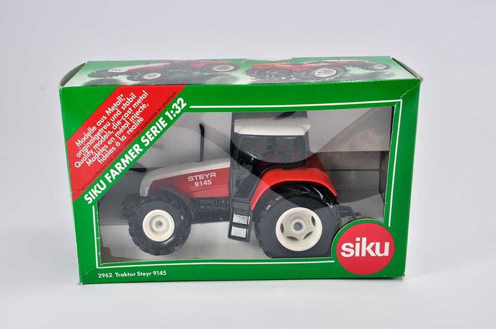 Lot 4 - Siku 1/32 Steyr 9145 Tractor. M in E Box.