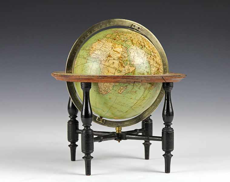 "Lot 23 - Globen - Astronomie - - Miniaturglobus von Edward Wrench. London um 1850, signiert ""Wrenchs, six"