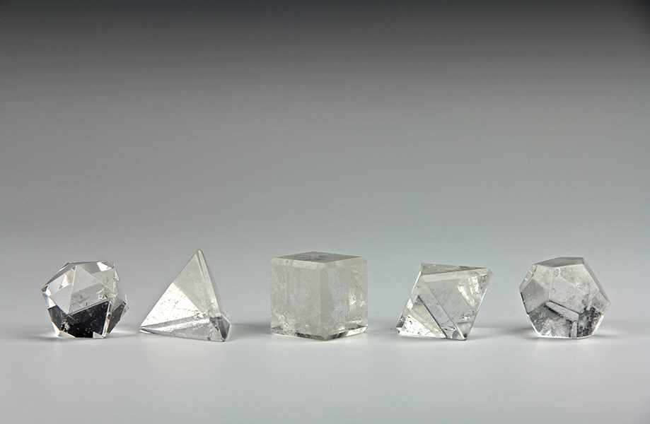 Lot 40 - Vermessung - Geometrie - - Platonische oder reguläre Körper. Bergkristall, Tetraeder, Hexaeder,