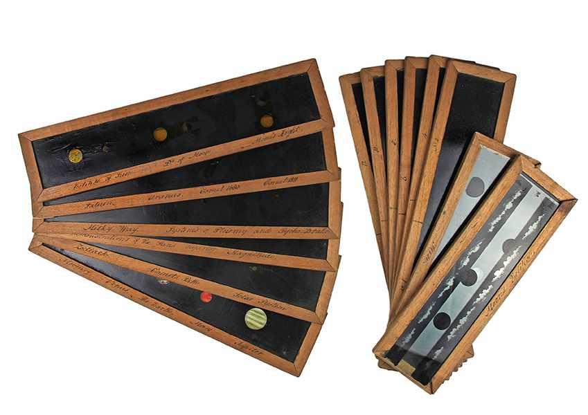 Lot 3 - Globen - Astronomie - - Vierzehn astronomische Laterna Magica Glasplatten. England Ende 19. Jhdt.,