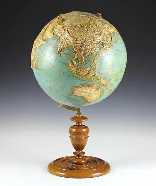 Lot 14 - Globen - Astronomie - - Großer Reliefglobus von L.J. Heymann. Berlin um 1885, der Globus als