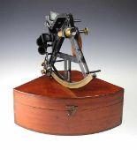 "Lot 43 - Nautik - - Englischer Sextant von Trougton & Simms. London um 1870, Messing brüniert, signiert """