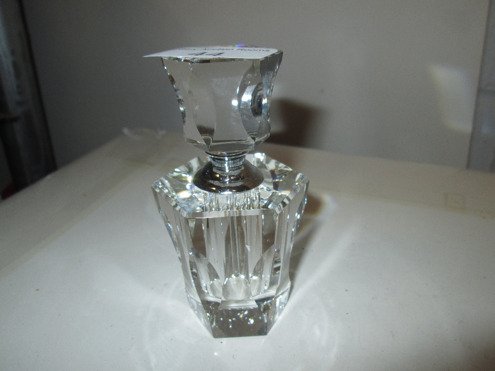 Lot 44 - Art Deco style cut glass scent bottle