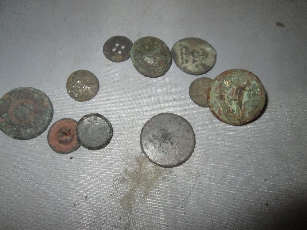 Lot 10 - Assorted detectorist finds : buttons