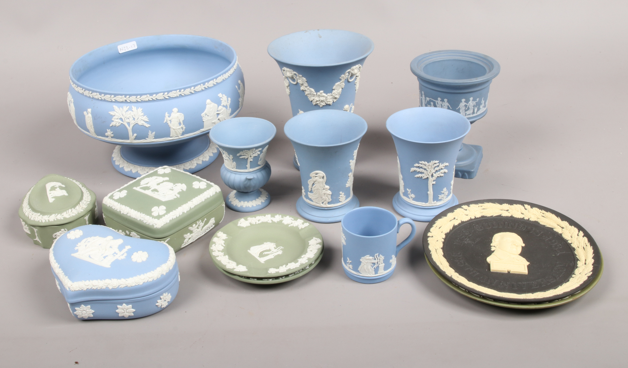 Lot 47 - A collection of Wedgwood ceramics to include pedestal bowl, trinket dishes, vases etc.