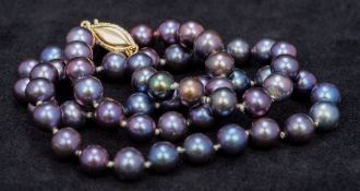 A lustre pearl bead necklace
