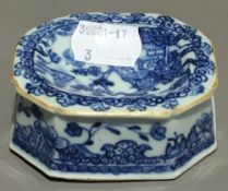A Chinese Export porcelain blue and white salt