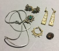 A quantity of vintage assorted jewellery,