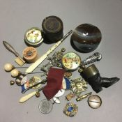 A quantity of small miscellaneous items,