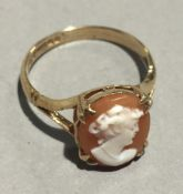 A 9 ct gold cameo ring (2.