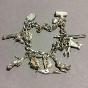 A silver charm bracelet (31.