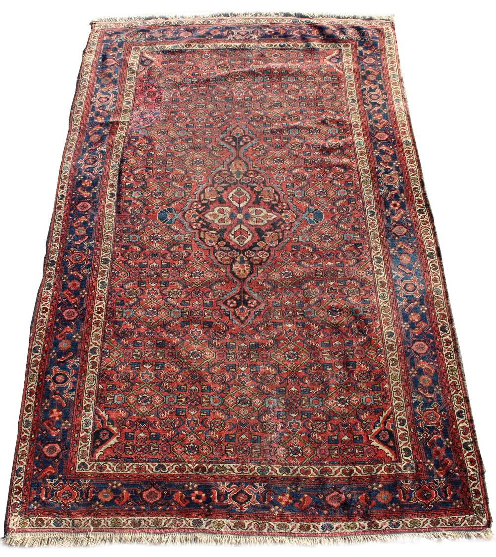 Lot 26 - Property of a gentleman - a mid 20th century Fereghan rug, 97 by 61ins. (247 by 155cms.) (see