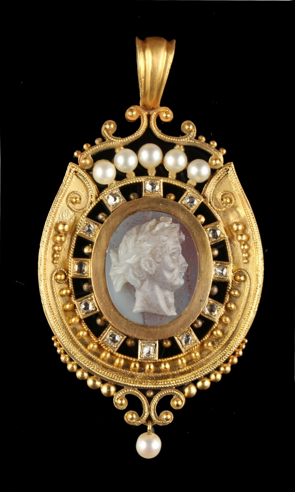 Lot 244 - A good Victorian yellow gold carved hardstone cameo pendant, the oval cameo carved in high relief