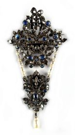 Lot 243 - An impressive 19th century Continental sapphire diamond & pearl foliate pendant brooch, of large