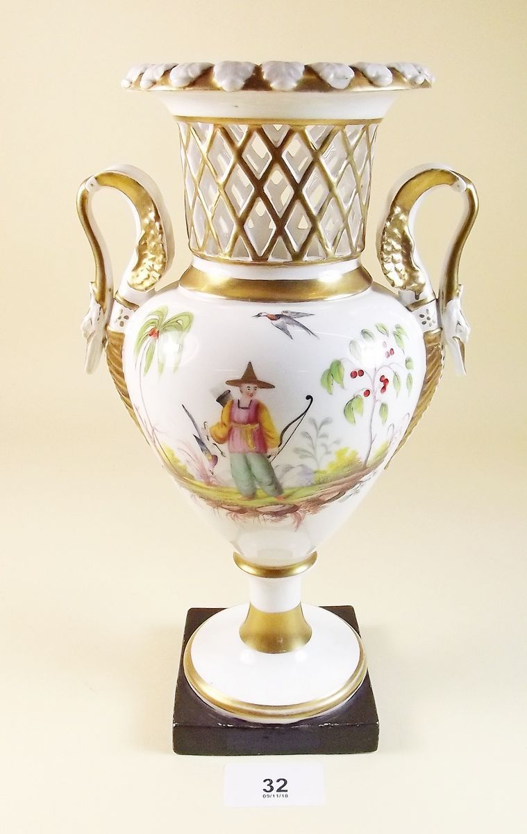Lot 32 - A rare Chamberlain Worcester vase painted with Chinoiserie design circa 1800, lacking lid