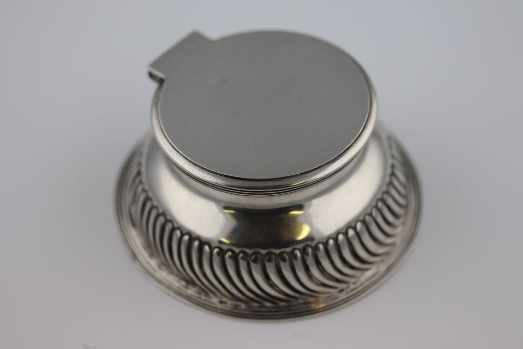 Lot 3 - A late Victorian circular silver inkwell, London 1902 John Grinsell & Sons, gadroon decoration to