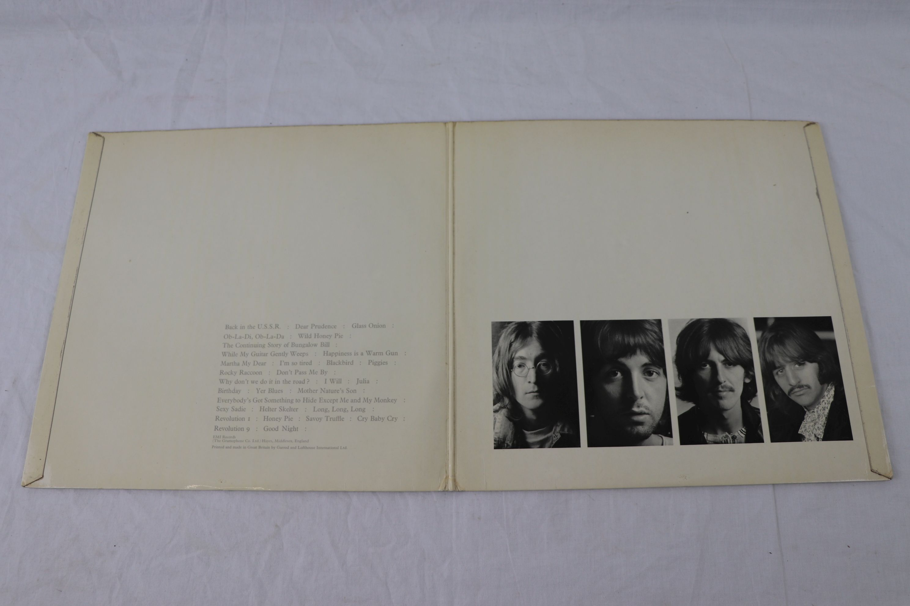 Lot 2 - Vinyl - The Beatles - White Album (Apple PCS 7067/68) number 0000432 - This a rare low-numbered