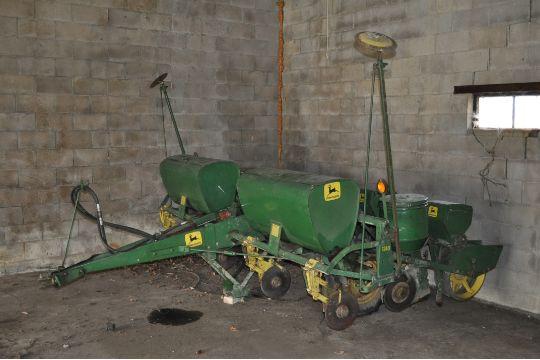 John Deere 1240 Corn Planter Plates Dry Fertilizer With Double
