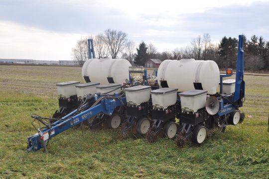 Kinze 3000 Twin Row Corn Planter 6 7 5 Twin Rows Liquid