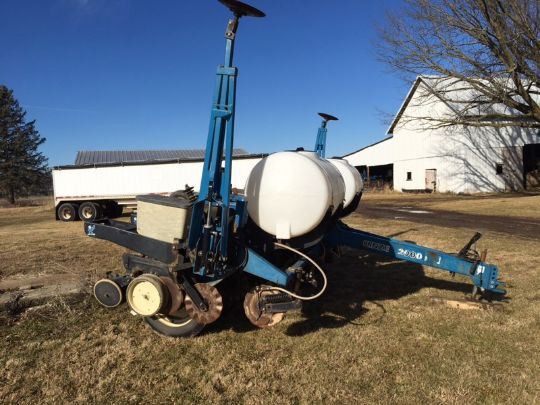 Kinze 2000 Corn Planter 6 Row 30 No Till Coulters Finger Meters