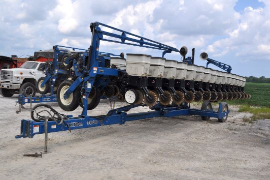 40 Kinze 3600 16 31 Row Planter No Till Coulter Martin Spike