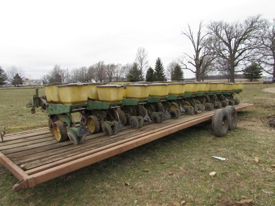 John Deere 7000 Planter 12 Row 30 No Till Coulters Insecticide