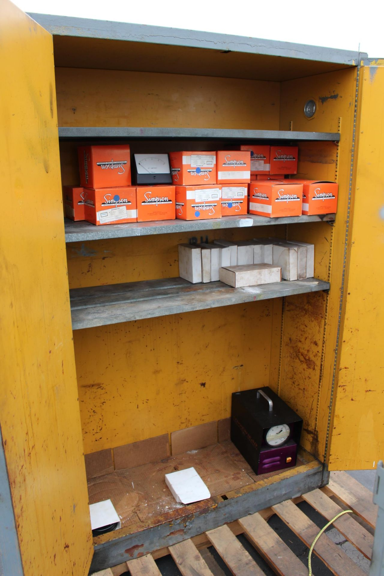 FLAMMABLE CABINET - Image 2 of 2