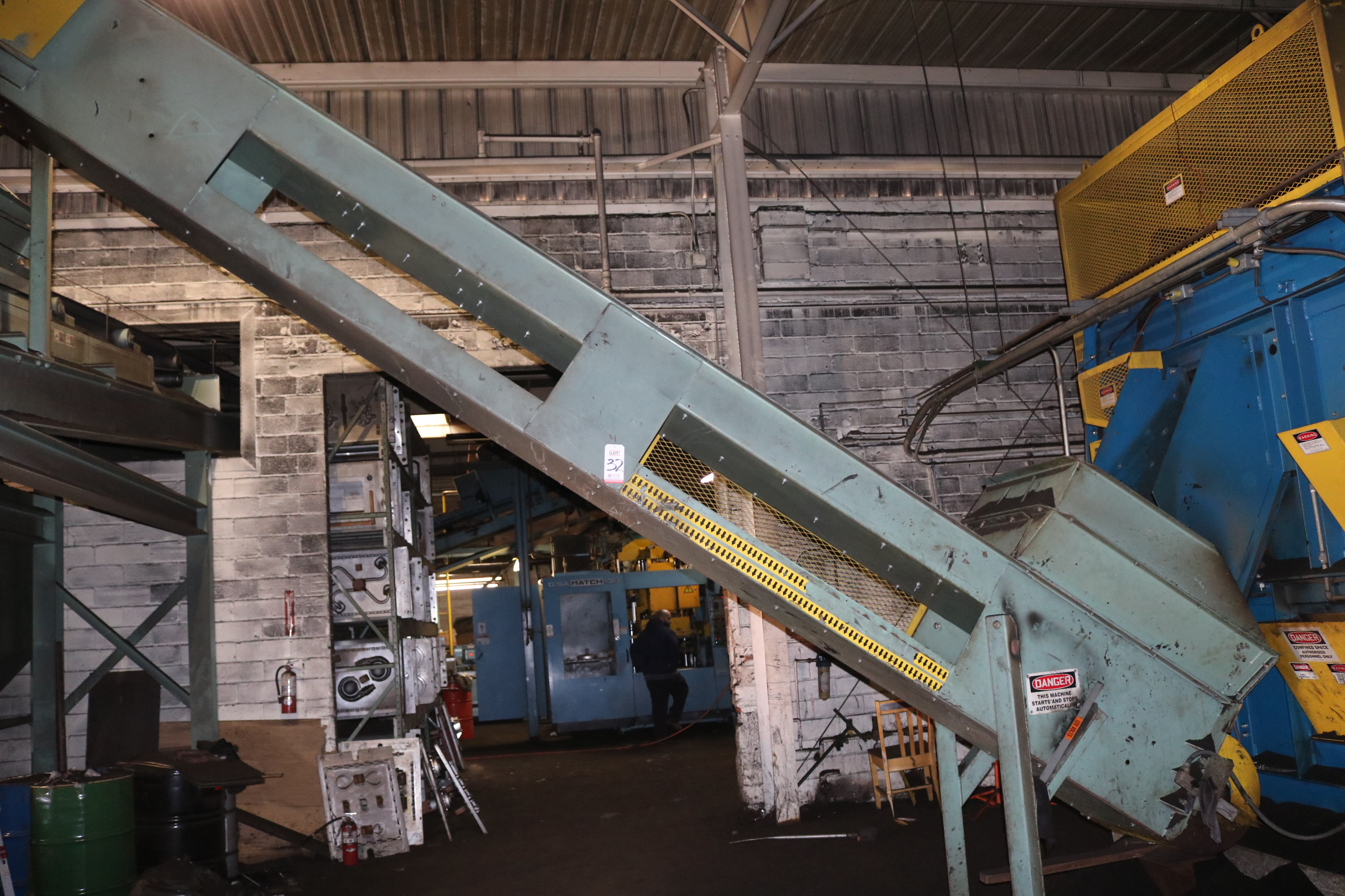 """Lot 32 - 24"""" X 21' CLEATED INCLINE BELT CONVEYOR 7.5 HP DRIVE"""