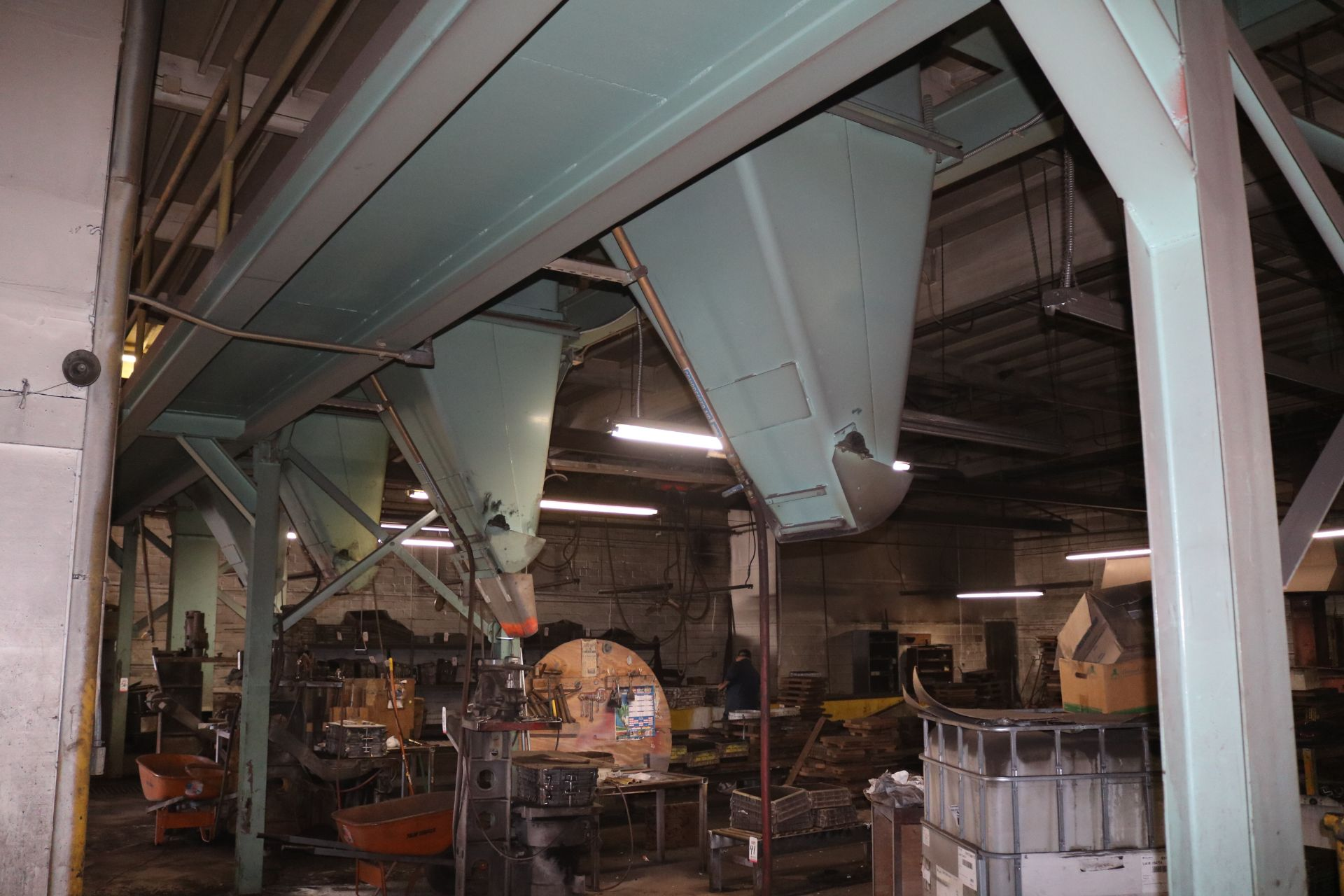 """Lot 33 - 24"""" X 95' SELF-SUPPORTING DISTRIBUTION BELT CONVEYOR, 5 HP DRIVE, (5) AIR-OPERATED PLOW STATIONS, ("""