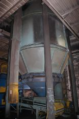 Lot 29 - 1500 CU FT 12' DIAMETER BOLTED SAND SILO SUPPORT AND KINERGY MODEL KBA-8D 8' LIVE BOTTOM FEEDER, S/N