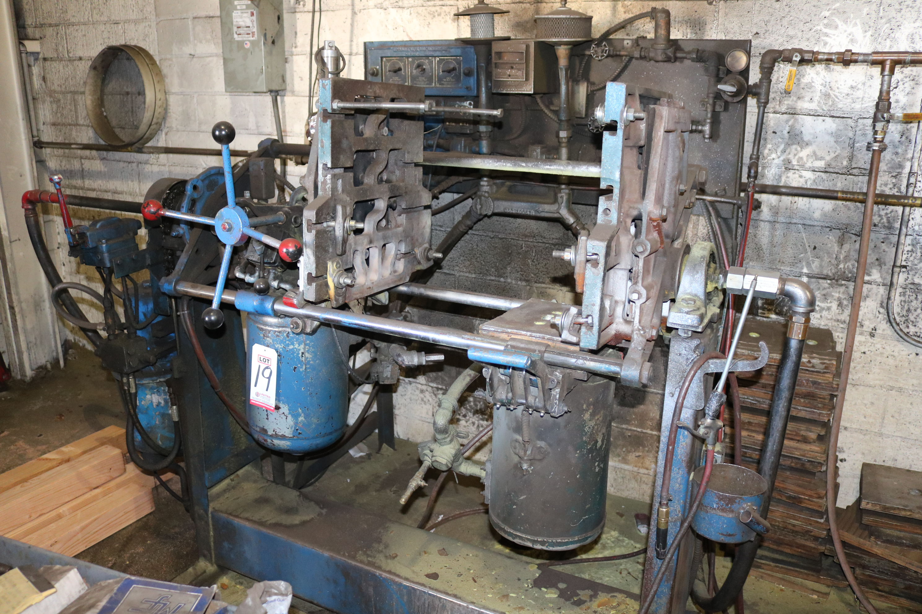 Lot 19 - DEPENDABLE MODEL 200SA SEMI AUTOMATIC SHELL CORE MACHINE, GAS PANEL AND HYDRAULIC SYSTEM, S/N 995