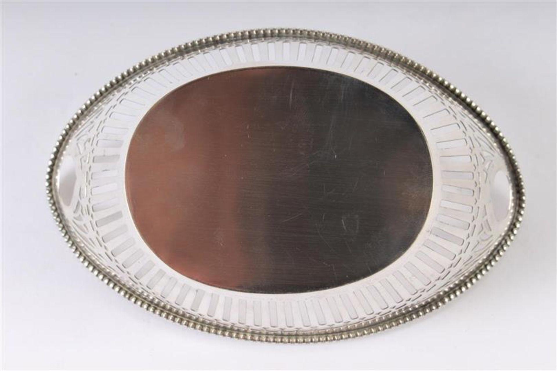 Los 38 - Zilveren bonbonmandje ajour met parelrand, Hollands gekeurd. B: 15 cm.