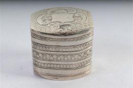 Zilveren lodereindoosje, Christiaan Jacob Brunings Joure, Hollands gekeurd, 1848. H: 4 cm.
