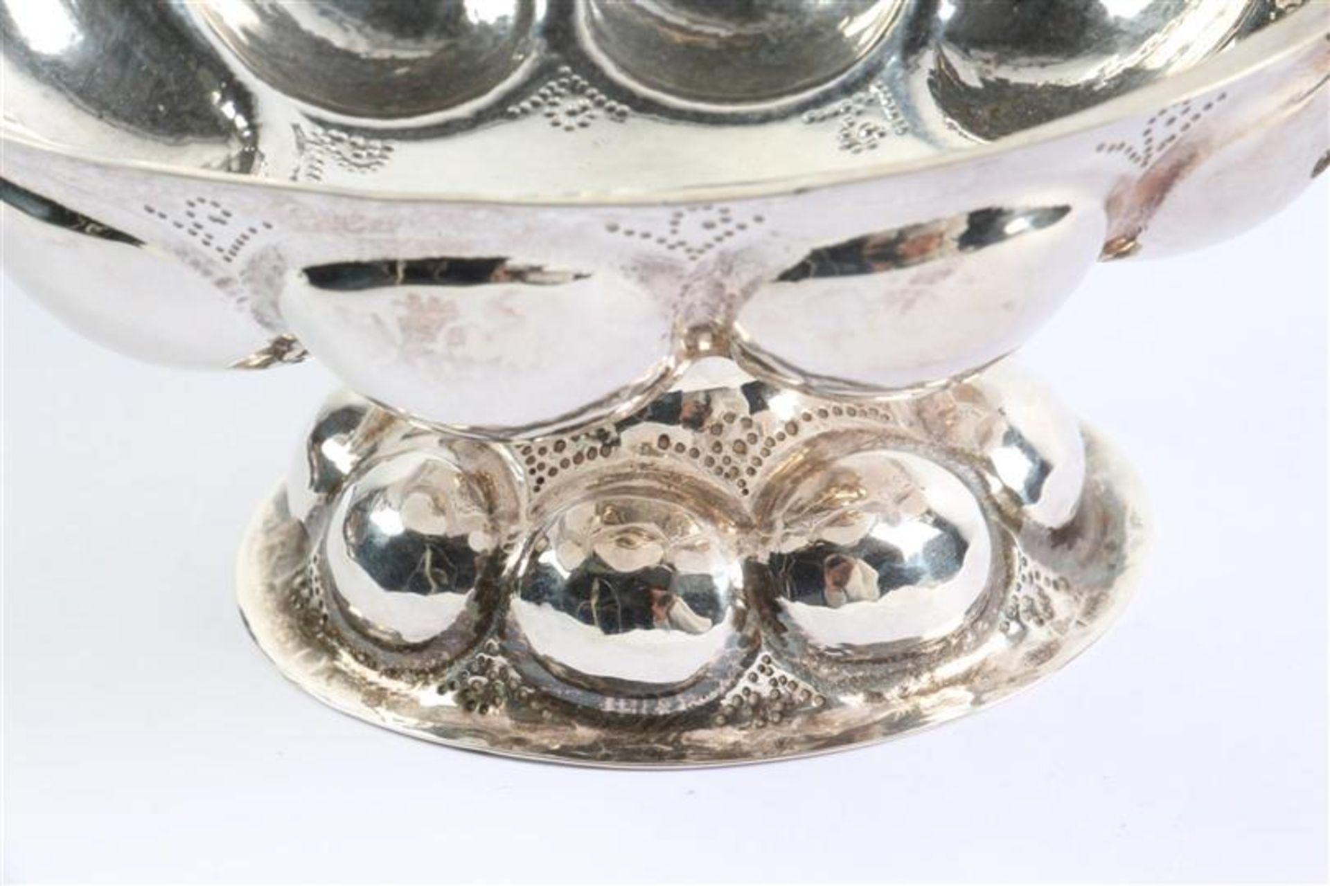 Zilveren achtlobbige brandewijnkom Groninger-model met twee drakenkoppen op de oren, Hollands - Bild 3 aus 5