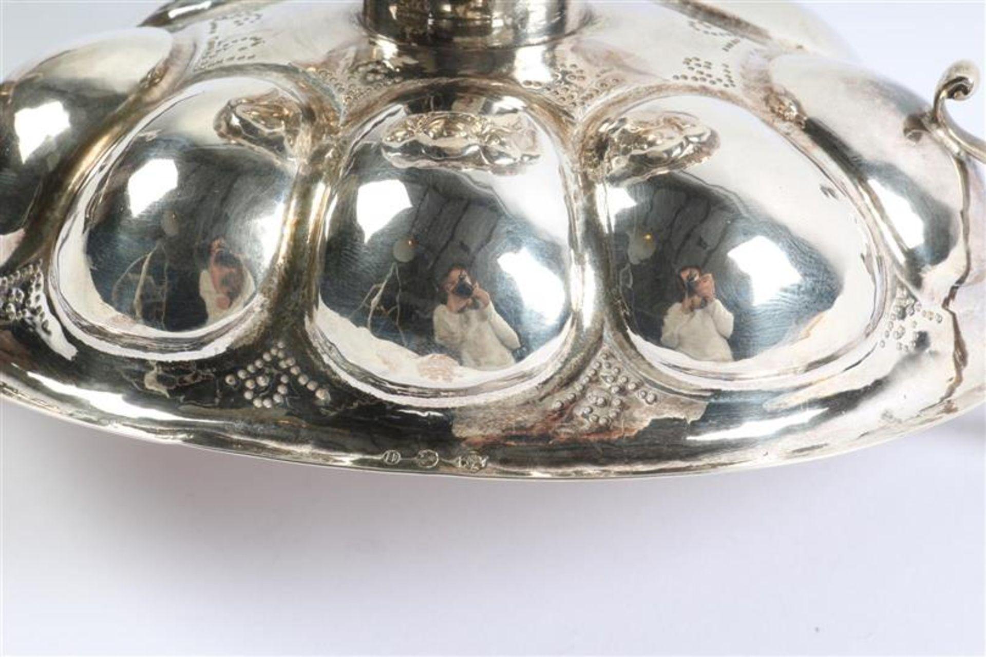 Zilveren achtlobbige brandewijnkom Groninger-model met twee drakenkoppen op de oren, Hollands - Bild 5 aus 5