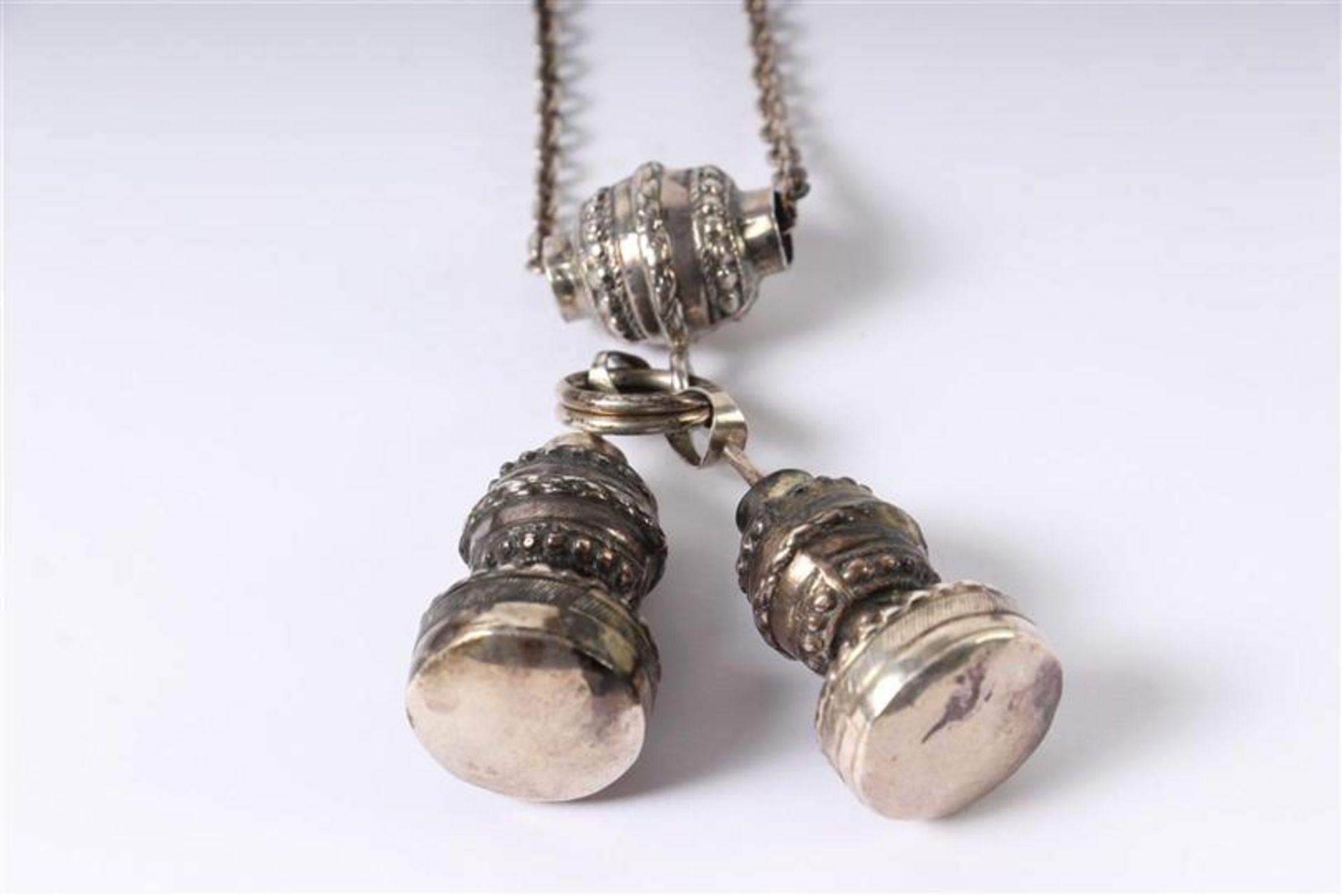 Twee zilveren chatelaines. - Bild 3 aus 3
