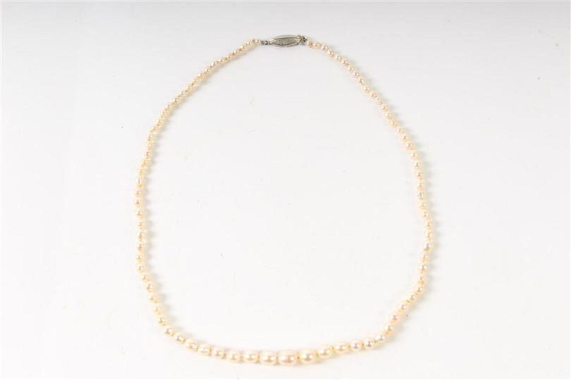 Akoya parelsnoer met zilveren sluiting. L: 48 cm. - Bild 2 aus 3