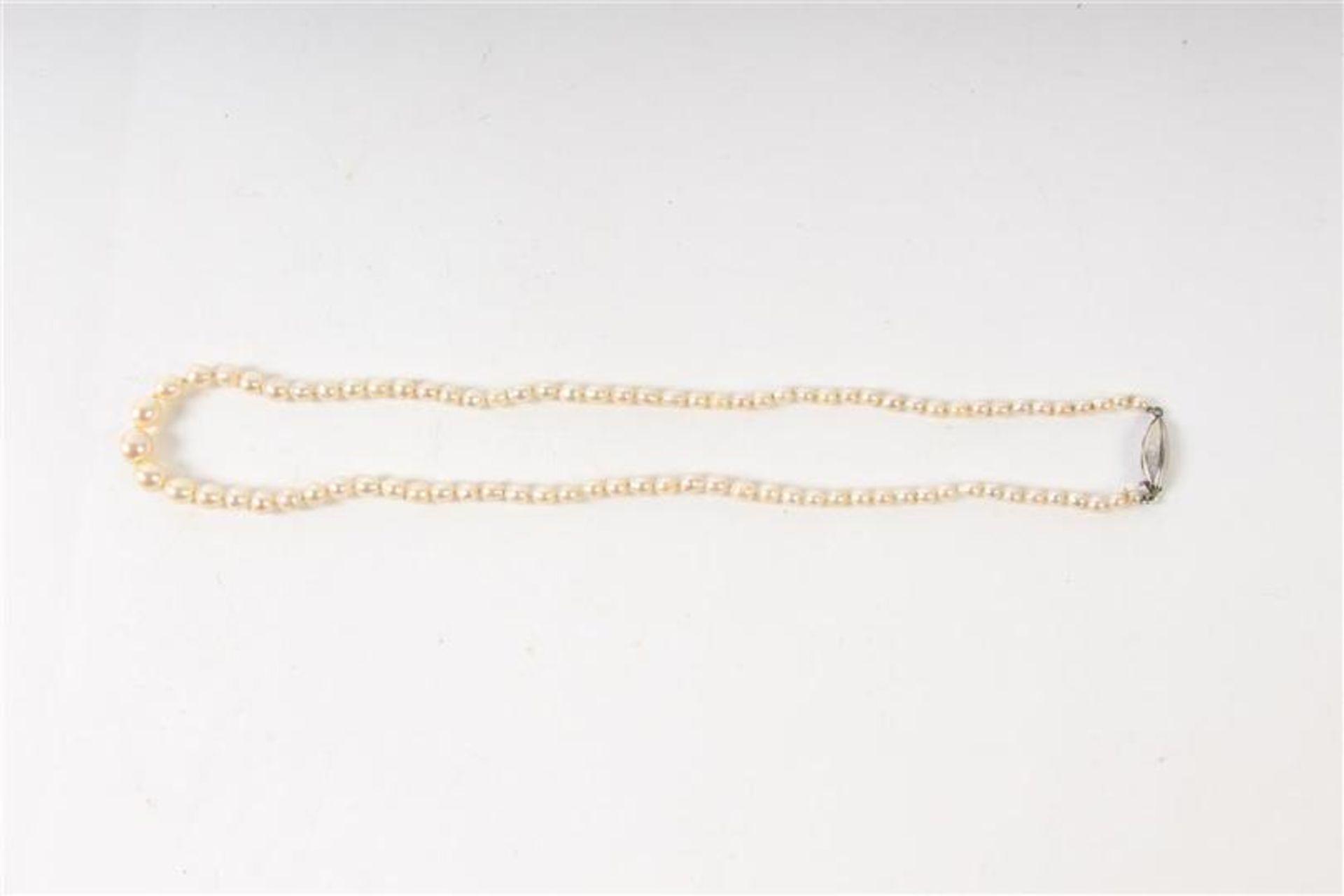 Akoya parelsnoer met zilveren sluiting. L: 48 cm. - Bild 3 aus 3