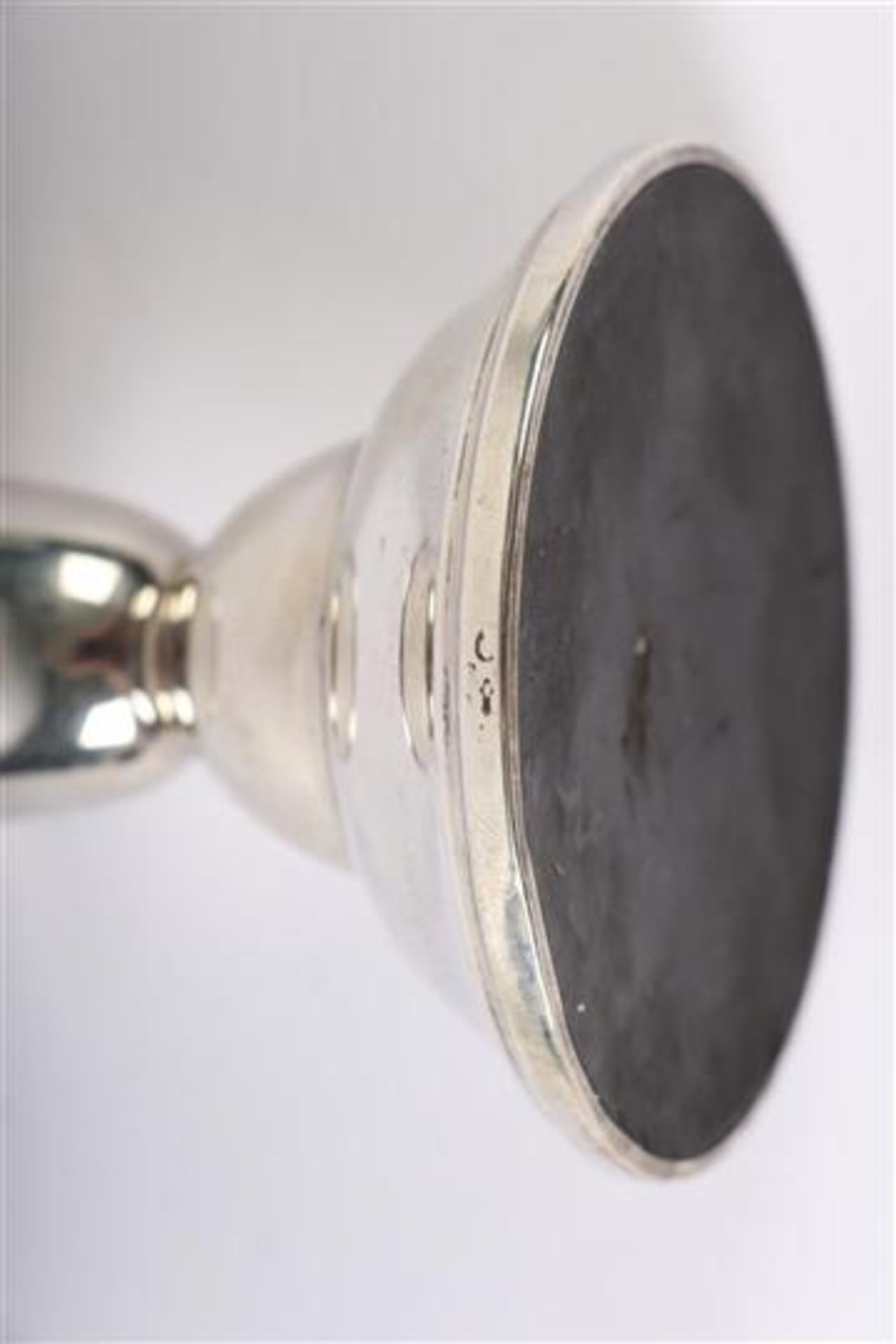 Los 52 - Stel zilveren kandelaartjes, Hollands gekeurd. H: 7 cm.