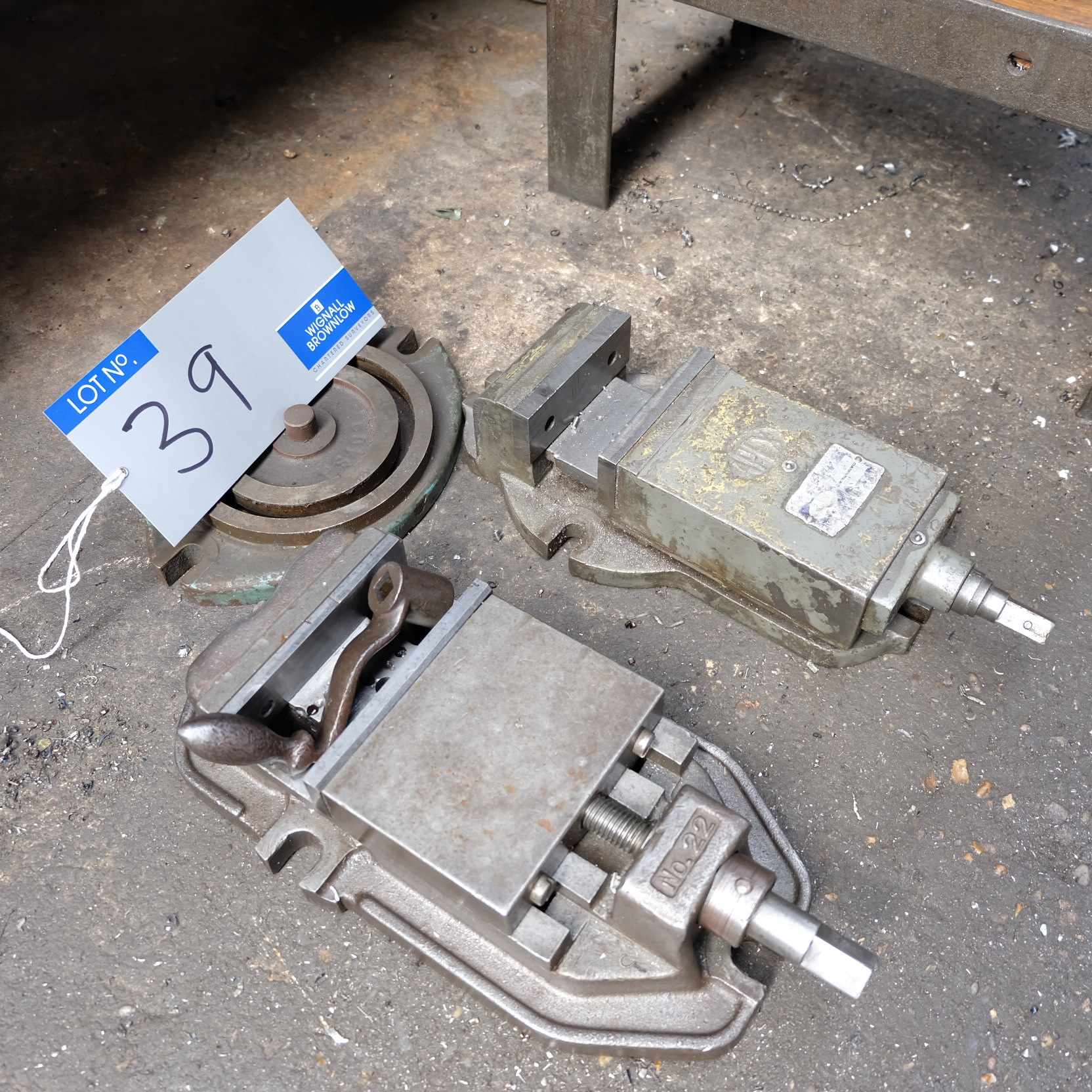 Lot 39 - An Apex 4in Machine Vice with A No.22 5in Machine Vice.