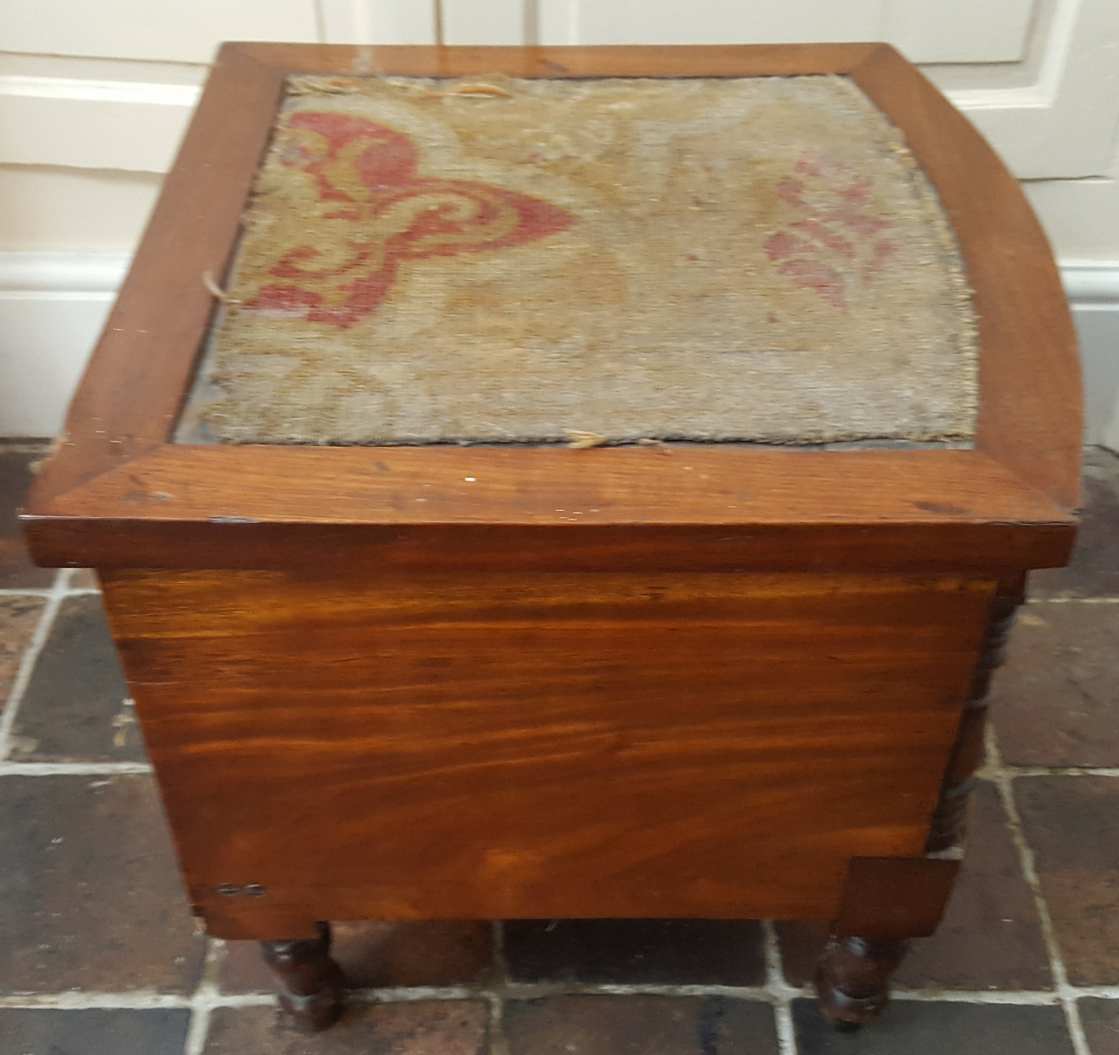 Lot 26 - Antique Victorian or Earlier Commode with original pot