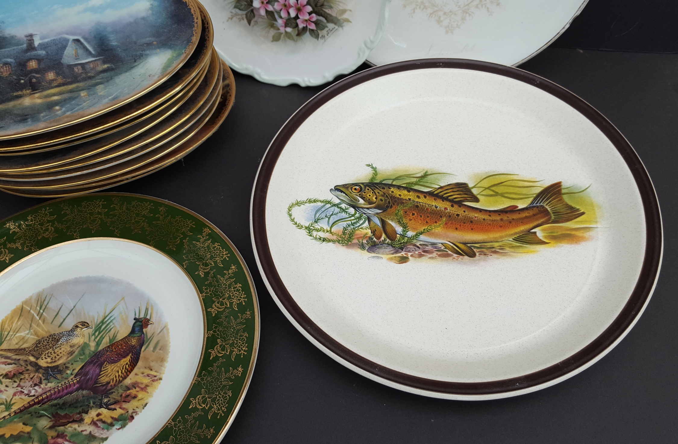 Lot 31 - Vintage Collection 14 Collectable Plates Includes Victorian Spode Blue & White Birds & Fish