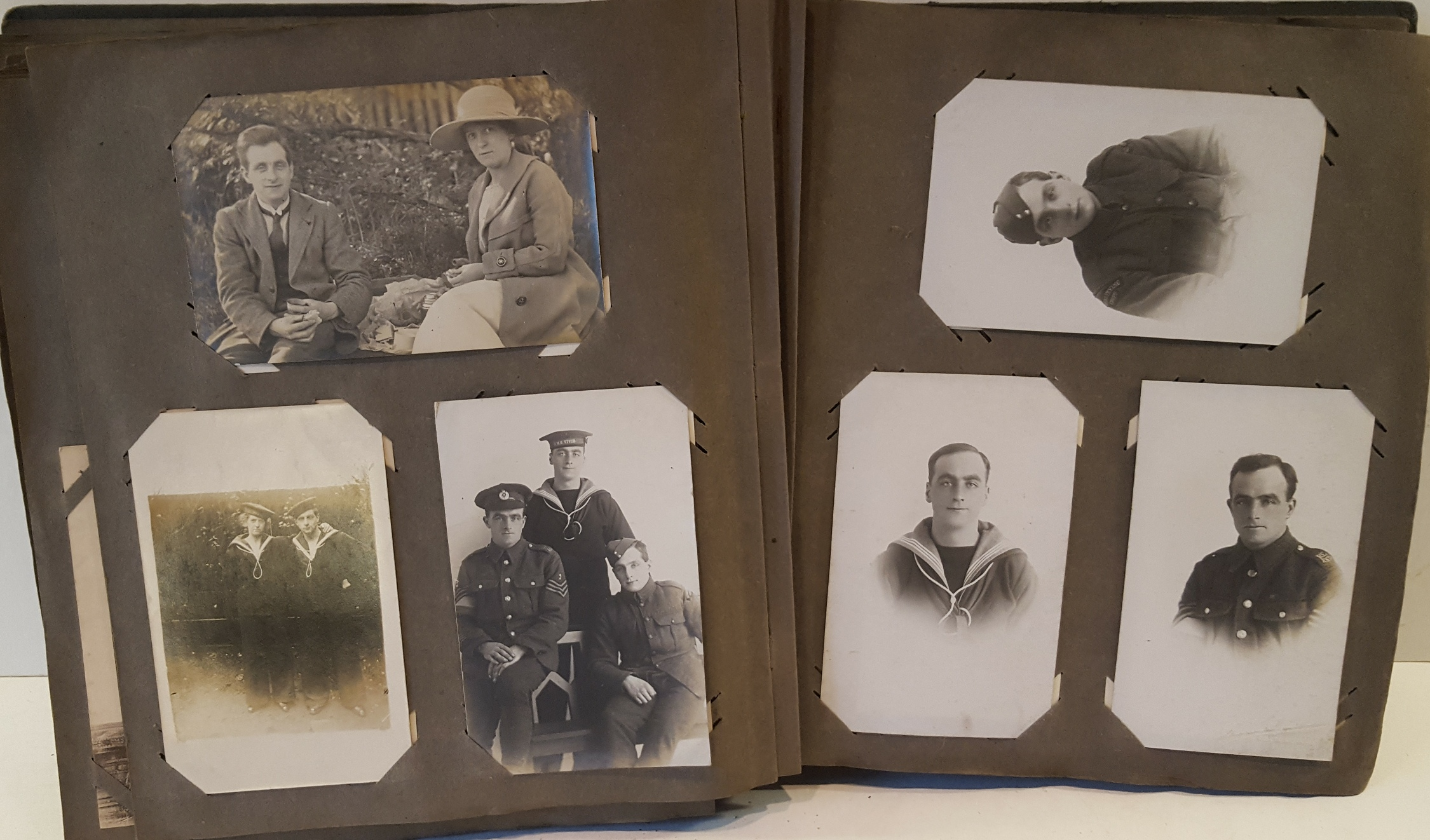 Lot 20 - Antique Vintage Postcard Album Over 400 Postcards