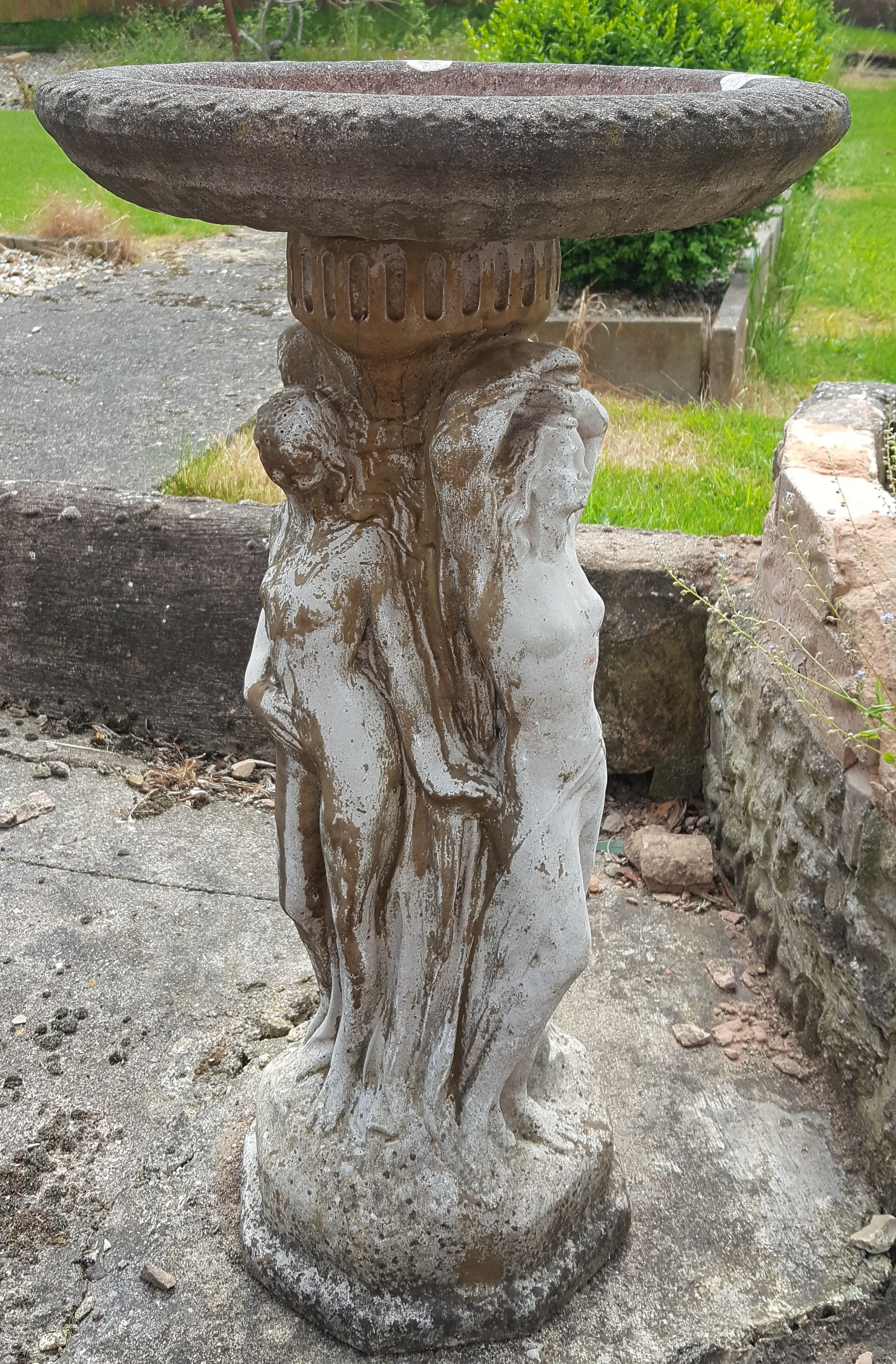 Lot 13 - Vintage Garden Bird Bath