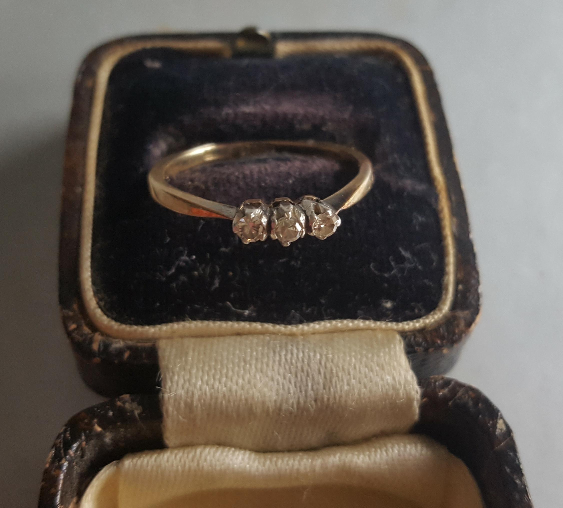 Lot 54 - Vintage 18ct Diamond Gold Ring. Three Diamonds Size 'M'
