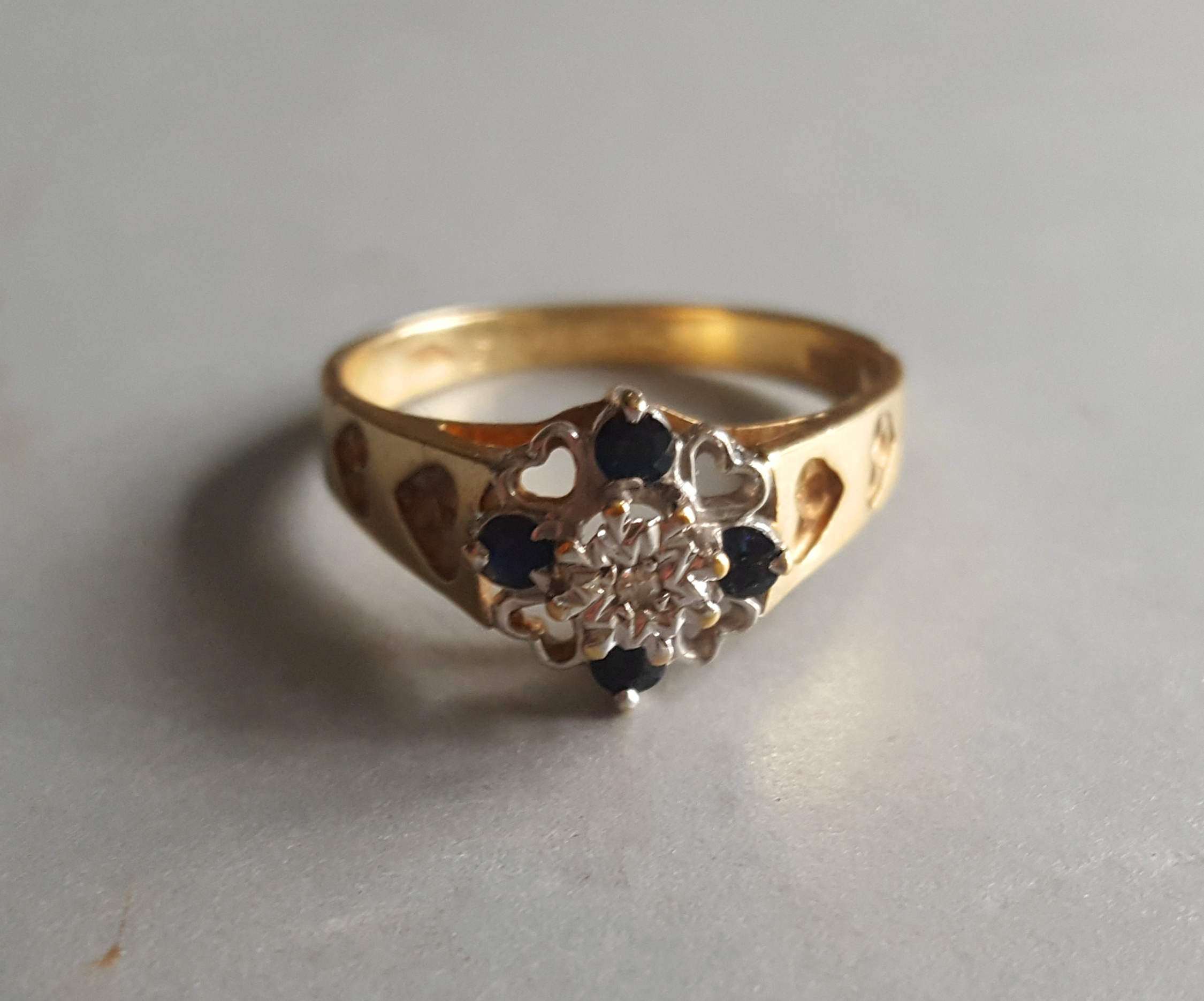 Lot 52 - Vintage 9ct Gold Diamond & Sapphire Ring Sheffield 1984 Size 'O'