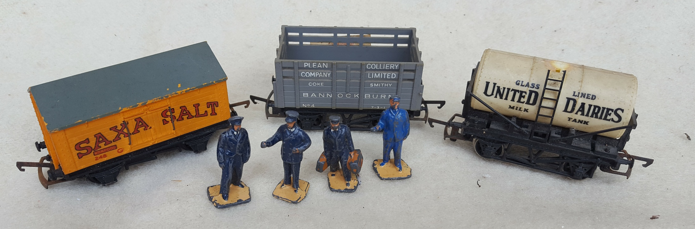Lot 59 - Vintage Model Trains Rolling Stock & Metal Hornby Figures 00 Gauge NO RESERVE