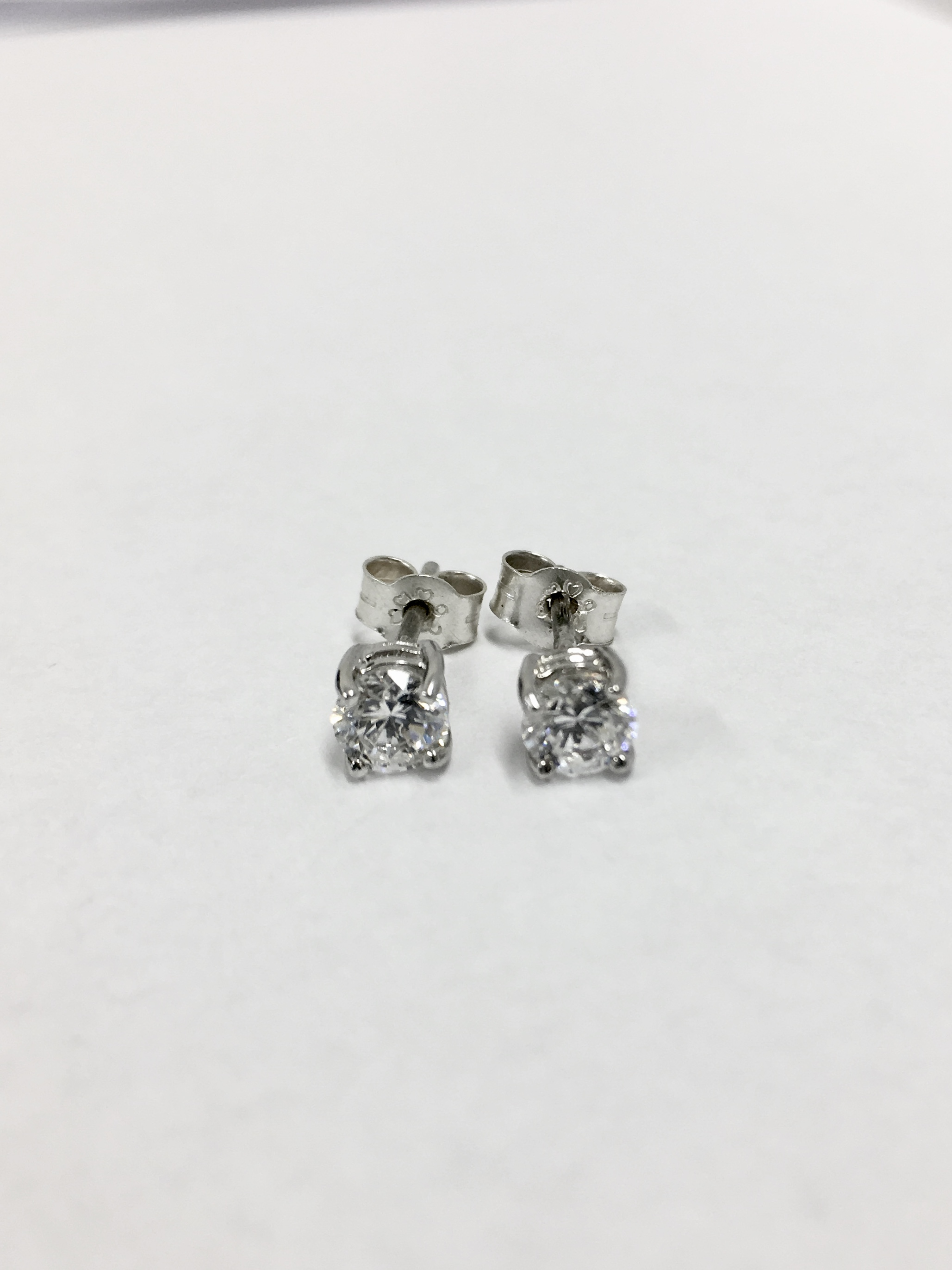 stud studs white earrings diamond share rounbd gold solitaire this page